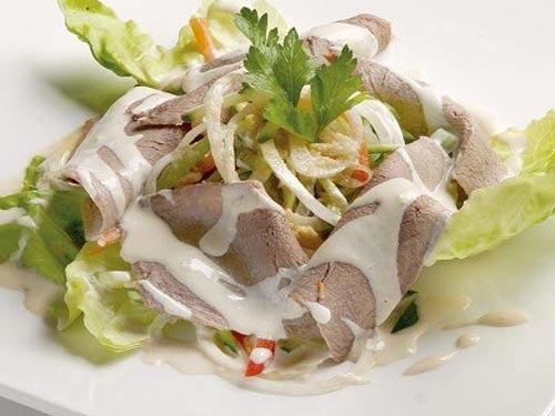 Салат с капусты и с языком