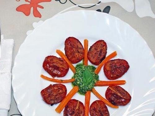 Закуска с бальзамическими помидорами и морковью